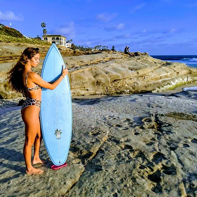 Love your board ❤️ Let ShredPad simply display & protect it wherever you go.  #surfboard #shredpad #surfergirl
