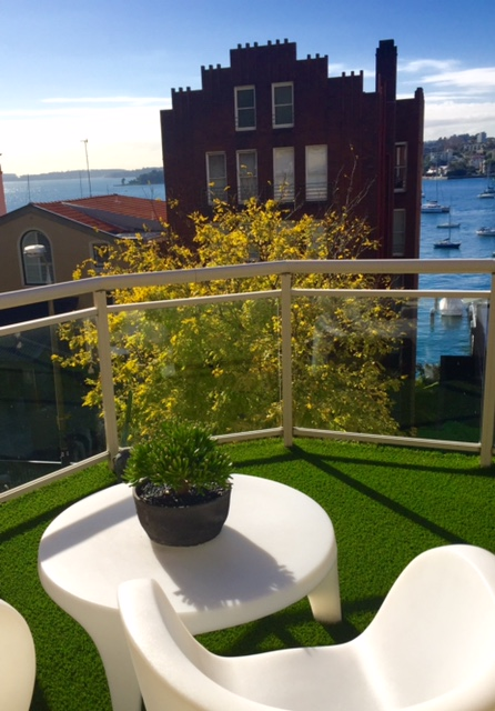 No need for the harsh look of tiles on a balcony. Outdoor living even on a balcony can feel like you are in a garden with the use of synthetic turf. This gives more appeal to any property with little to no maintenance.