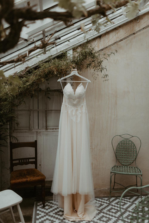 boho-greenhouse-wedding-010.jpg