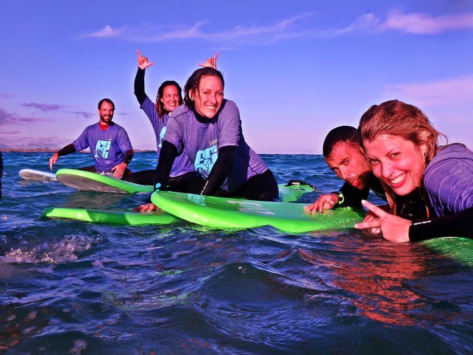 Surfea con Amigos