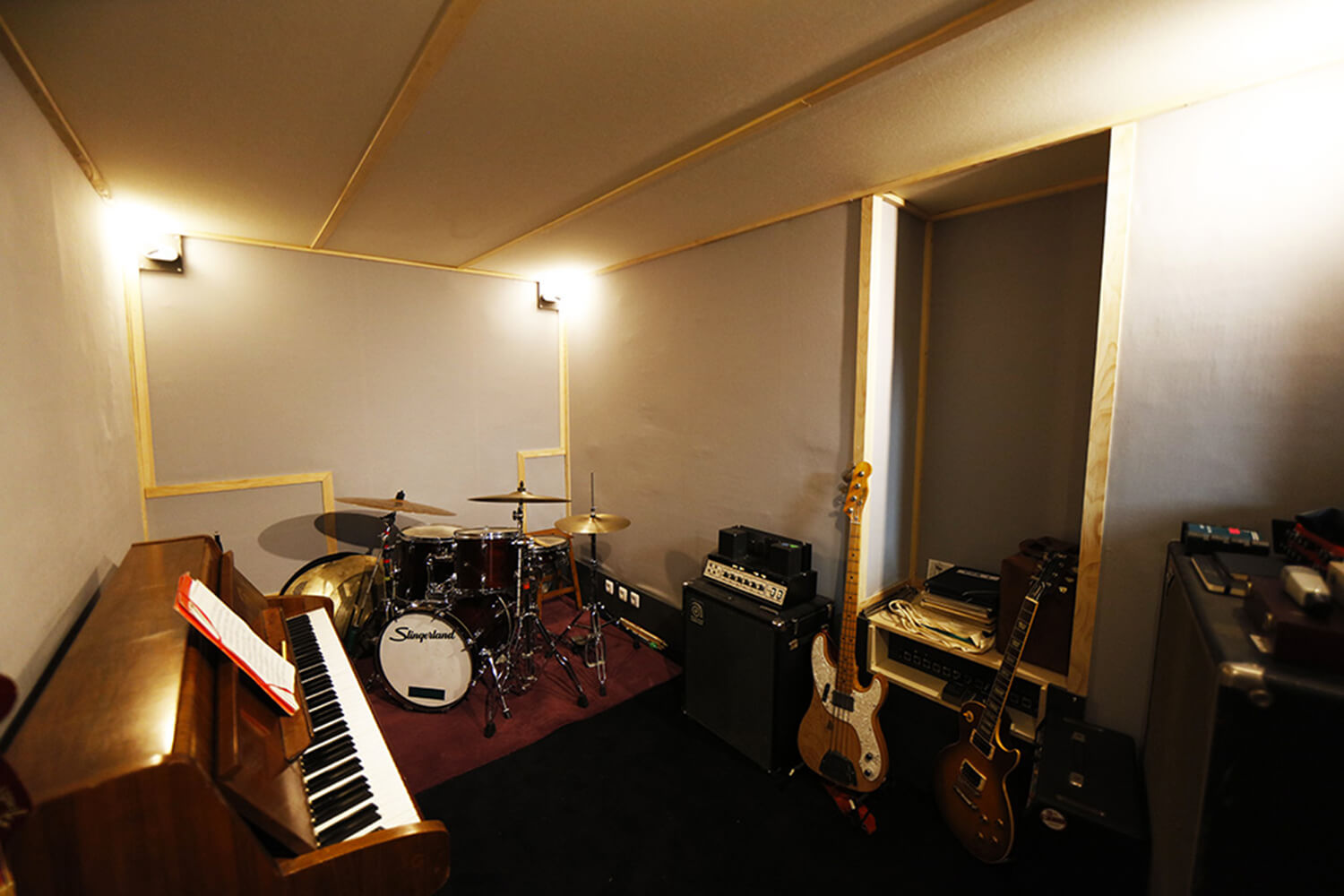 RED HOUSE_Bass studio 2.jpg