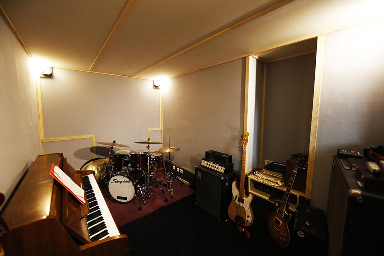 RED HOUSE_Bass studio 2.jpg