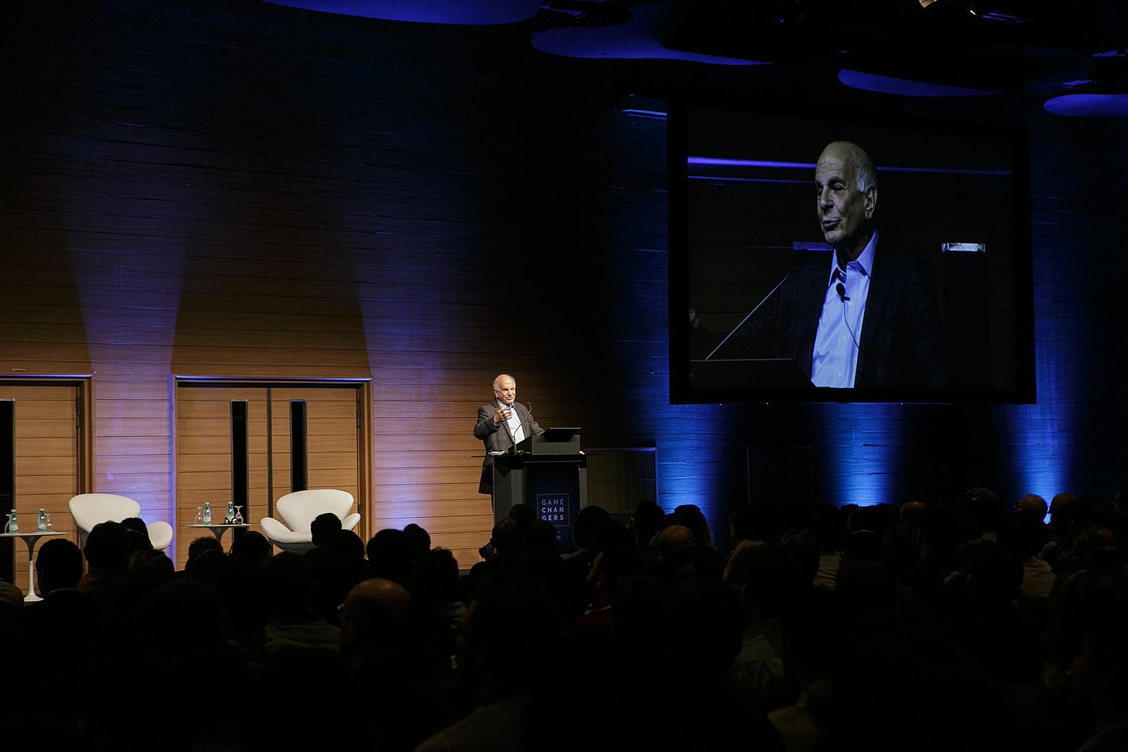 Daniel Kahneman giving a lecture. Image from Wikimedia.