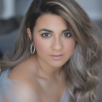 Amina Edris as Glycère