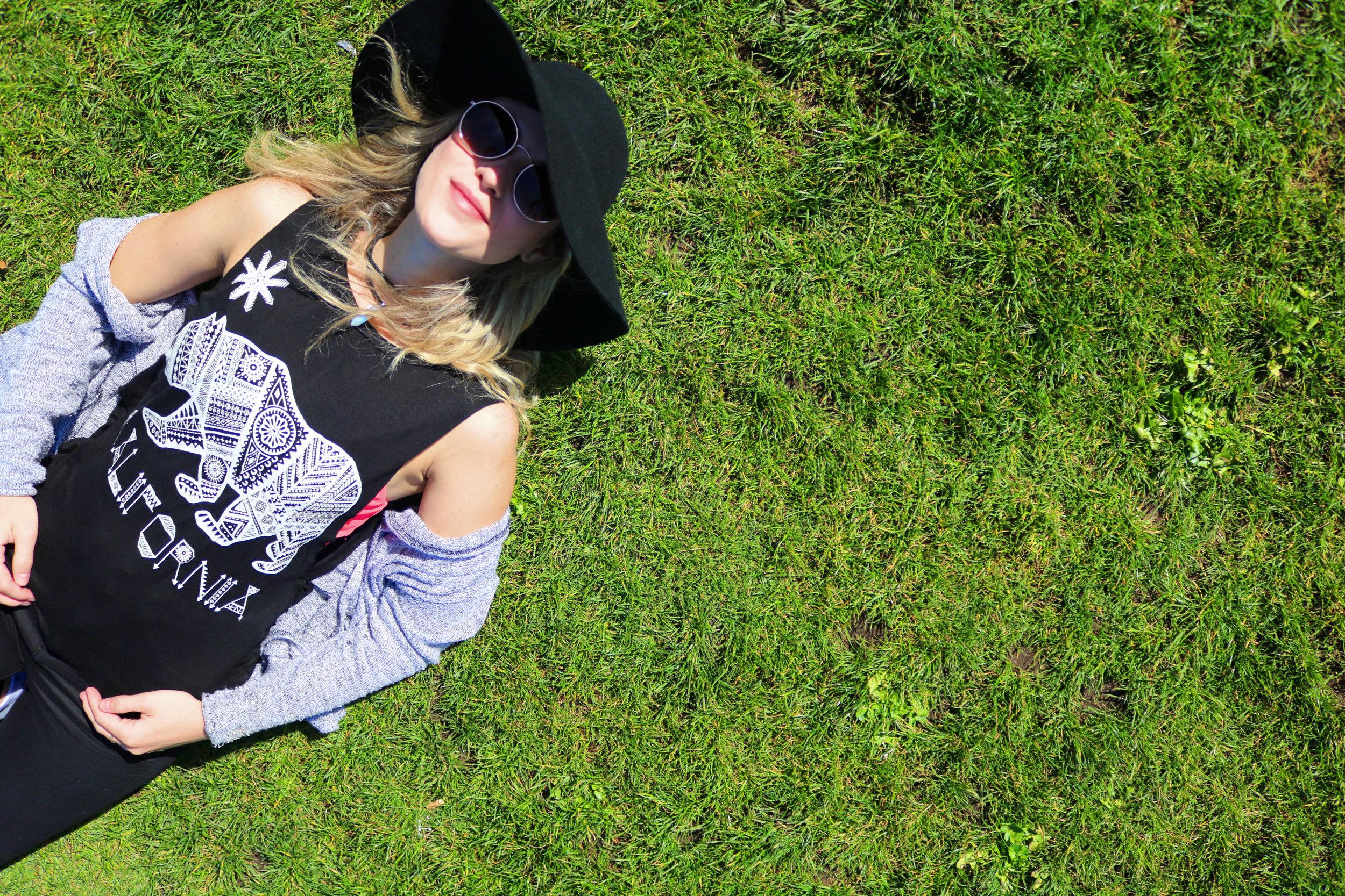 Floppy Hat: Bought in a Thrift Shop in Savannah/GA Sport Bra & Sunnies: Forever 21 California Muscle Tee: San Francisco City Wear Black Jeans & Cardigan: H&M Purse: Kate Spade Sneaker: Nike