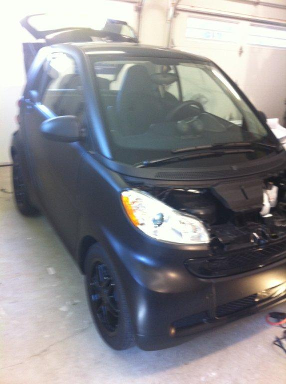 Remove the hood for carbon fibre car wrap