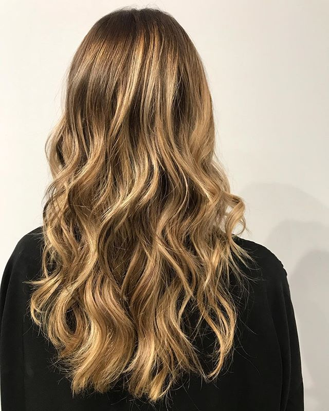 I have a few openings left this weekend! DM if interested #balayage #highlights #longhair #beachwaves #hairstylist #colorist #wella #wellahair  #beverlyhills #salonrepublic