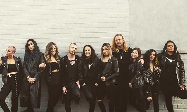 Team goals 🖤🖤🖤🖤🖤 @theharlotsalon squad goals . Love what you do #hairstylistlife #lovemyjob #lovemyteam #teamgoals #harsquad #team #hair #hairlife #team #harlots #hairbyjesskenna #melroseavenue