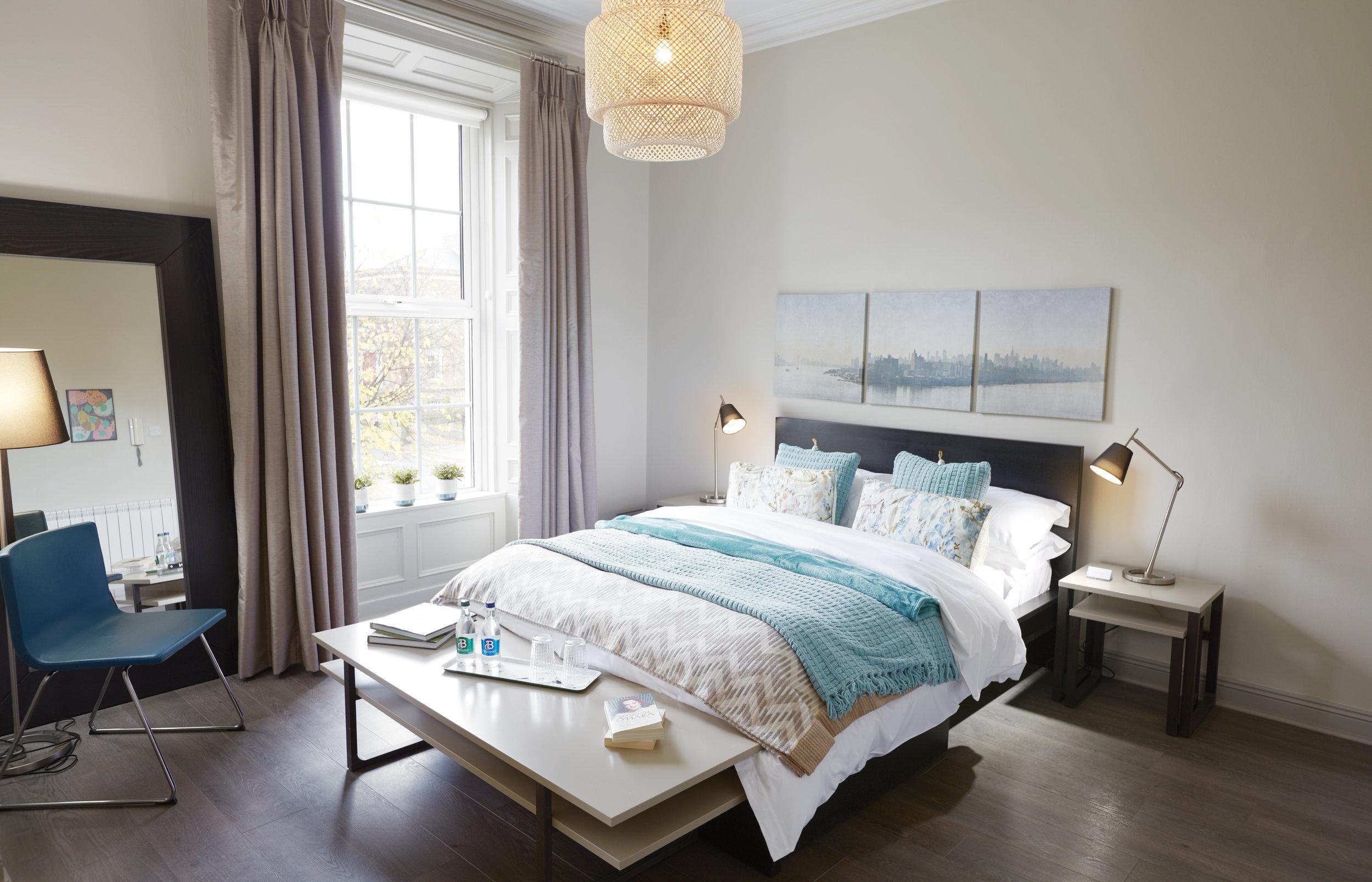 Maureen O'Hara Room (Deluxe Suite)