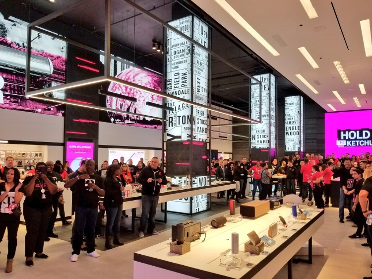 Now Open T Mobile S Chicago Signature Store Trendless Llc