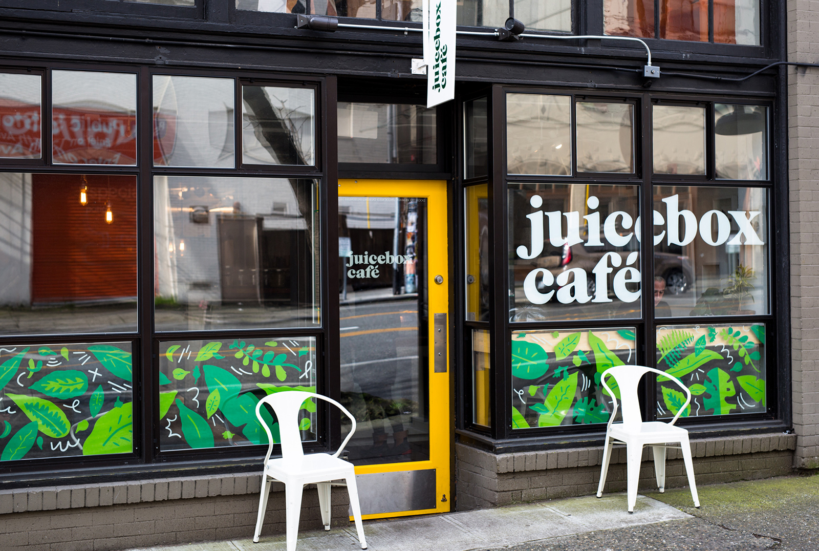 Juicebox Cafe exterior windows mural and hand lettering