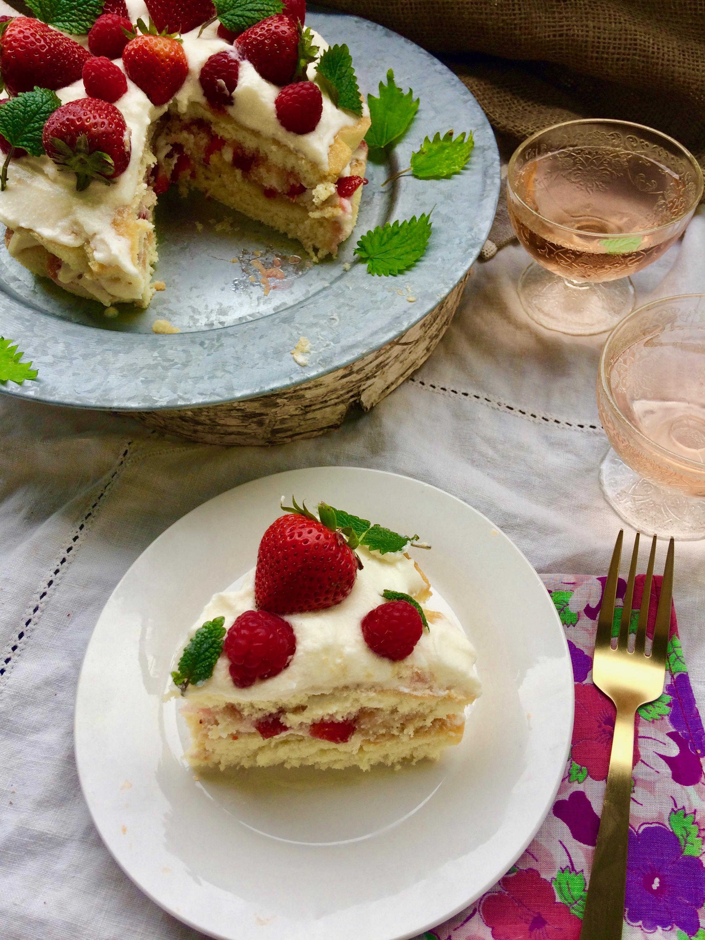 Elderflower & Chamomile Midsummer Cake || Jordgubbstårta