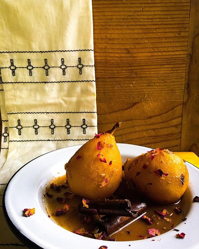 New to the blog! Poached pears and rose petal sauce 🍐🌹🍐 aka the coziest dessert ever. Link in bio