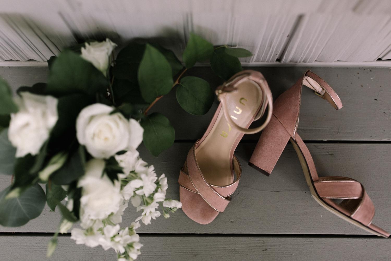 Michigan Frontyard Lake Wedding - Lauren Crawford Photography-13.jpg
