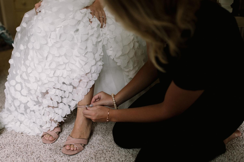 Michigan Frontyard Lake Wedding - Lauren Crawford Photography-155.jpg