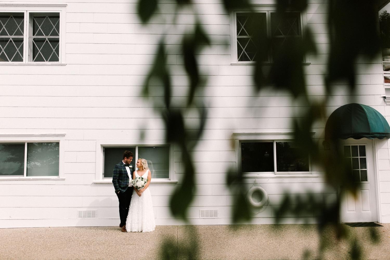 Michigan Frontyard Lake Wedding - Lauren Crawford Photography-269.jpg