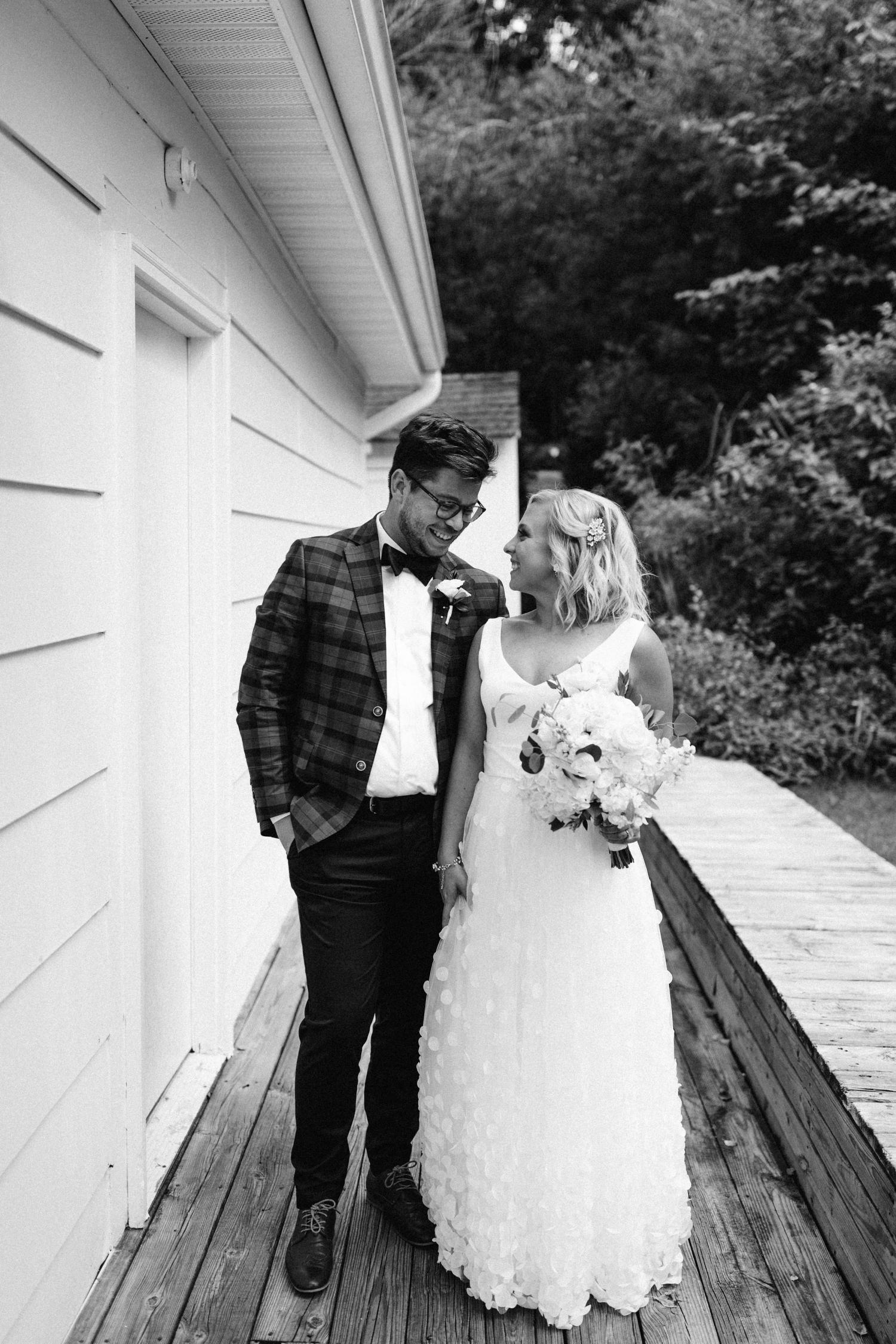 Michigan Frontyard Lake Wedding - Lauren Crawford Photography-297.jpg