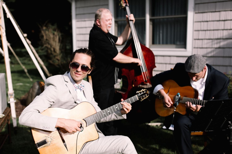 Michigan Frontyard Lake Wedding - Lauren Crawford Photography-539.jpg