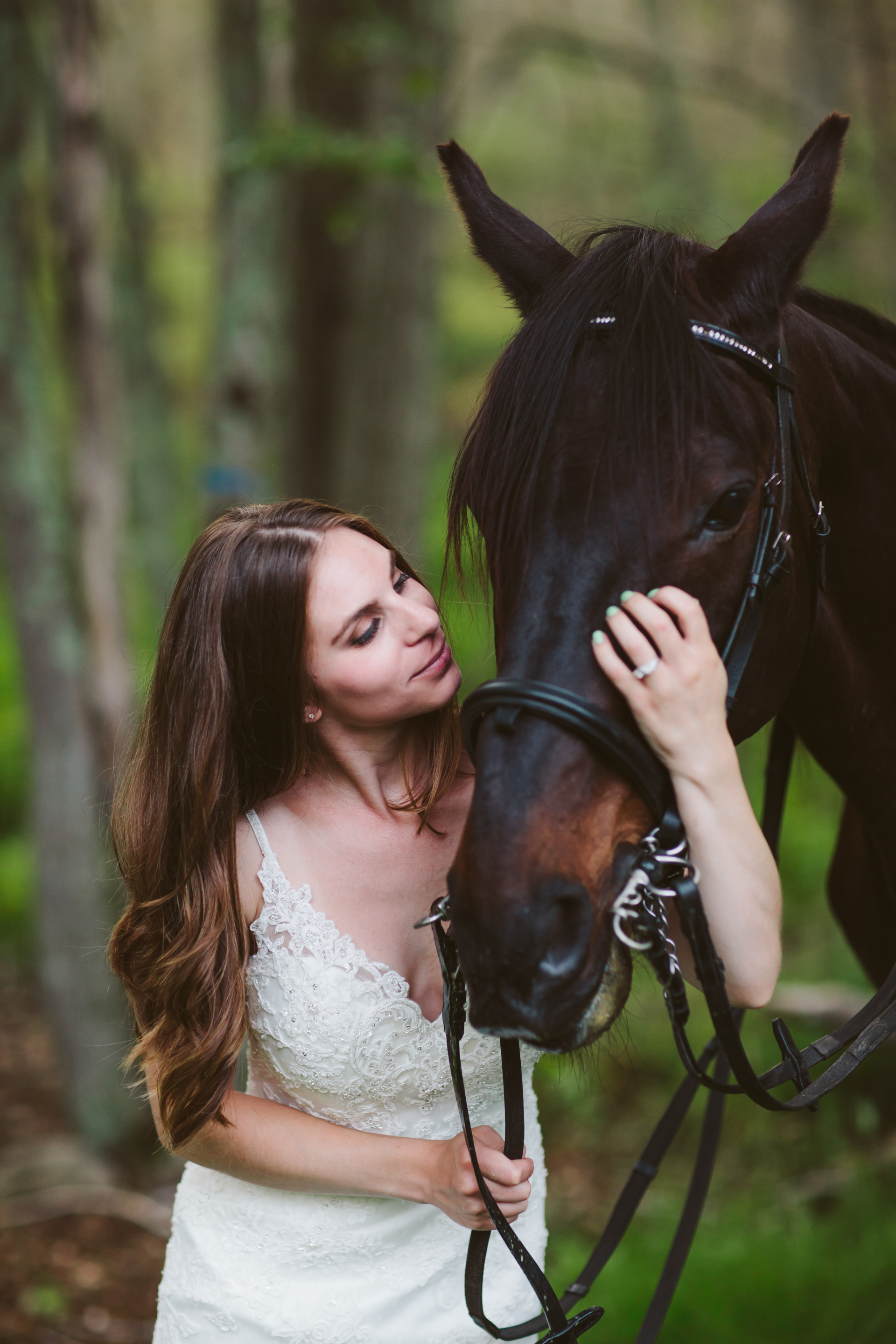 Photographybyamandamorgan-horse-wedding-bride-5.jpg
