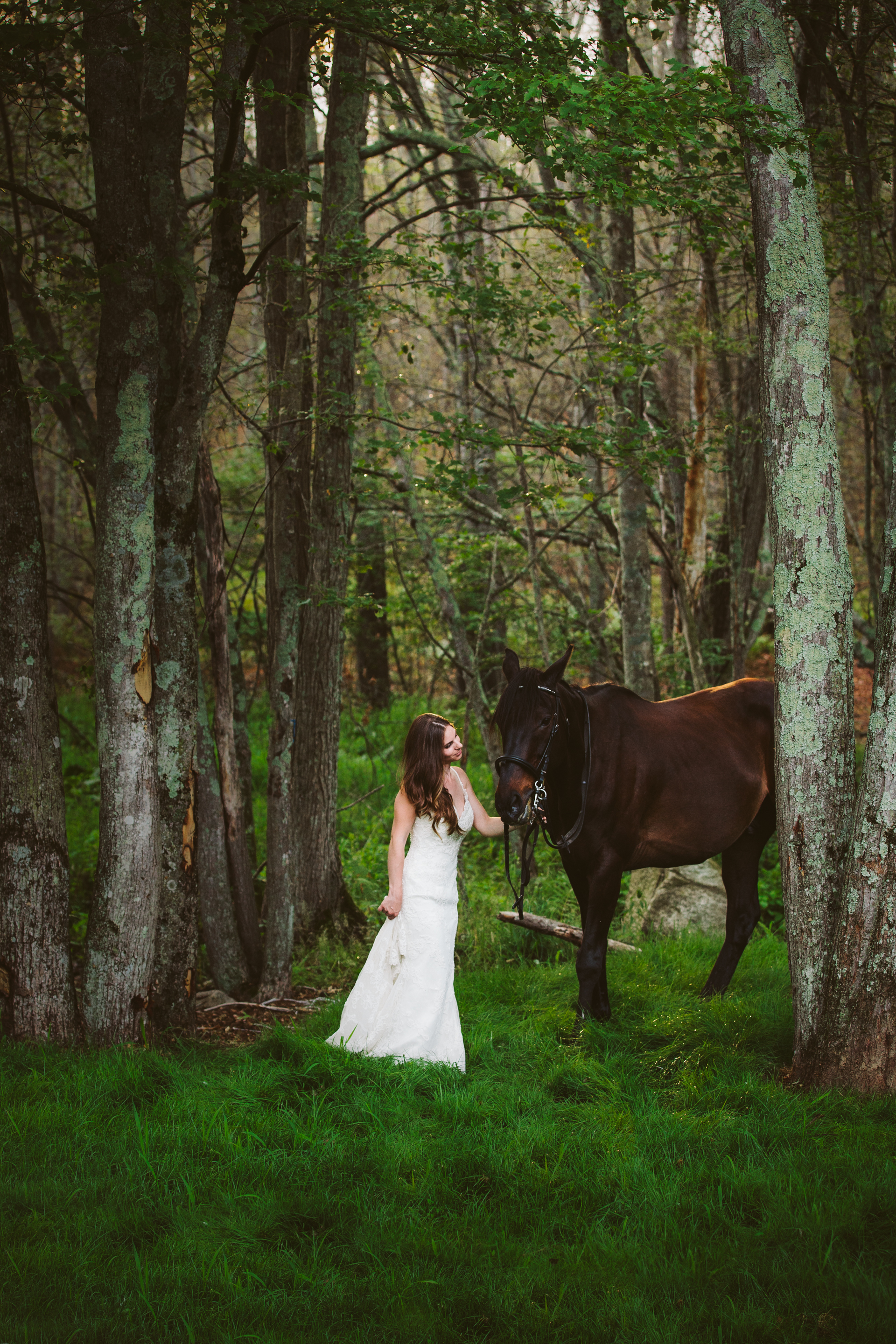 Photographybyamandamorgan-horse-wedding-bride-4.jpg