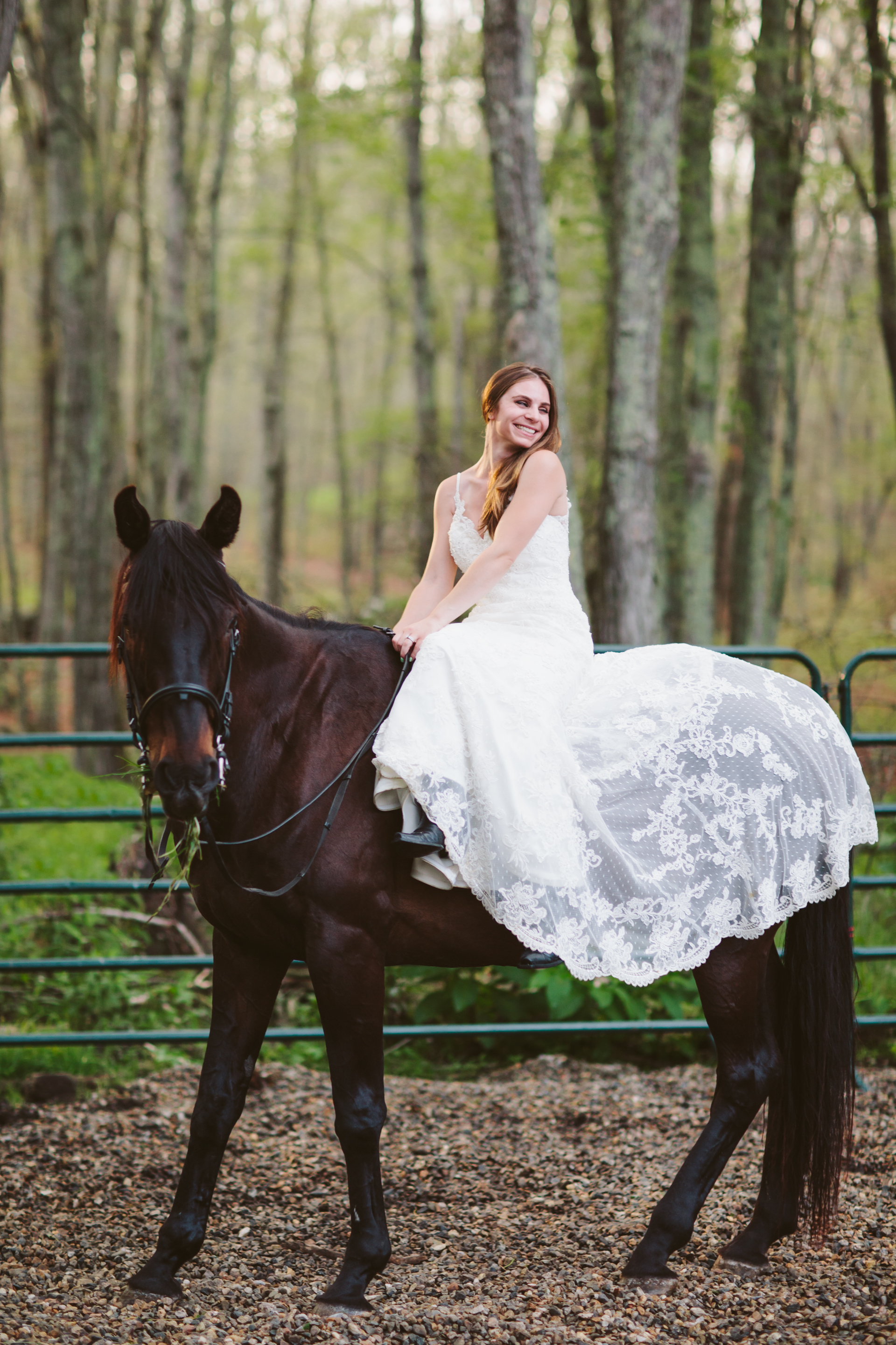 Photographybyamandamorgan-horse-wedding-bride-9.jpg