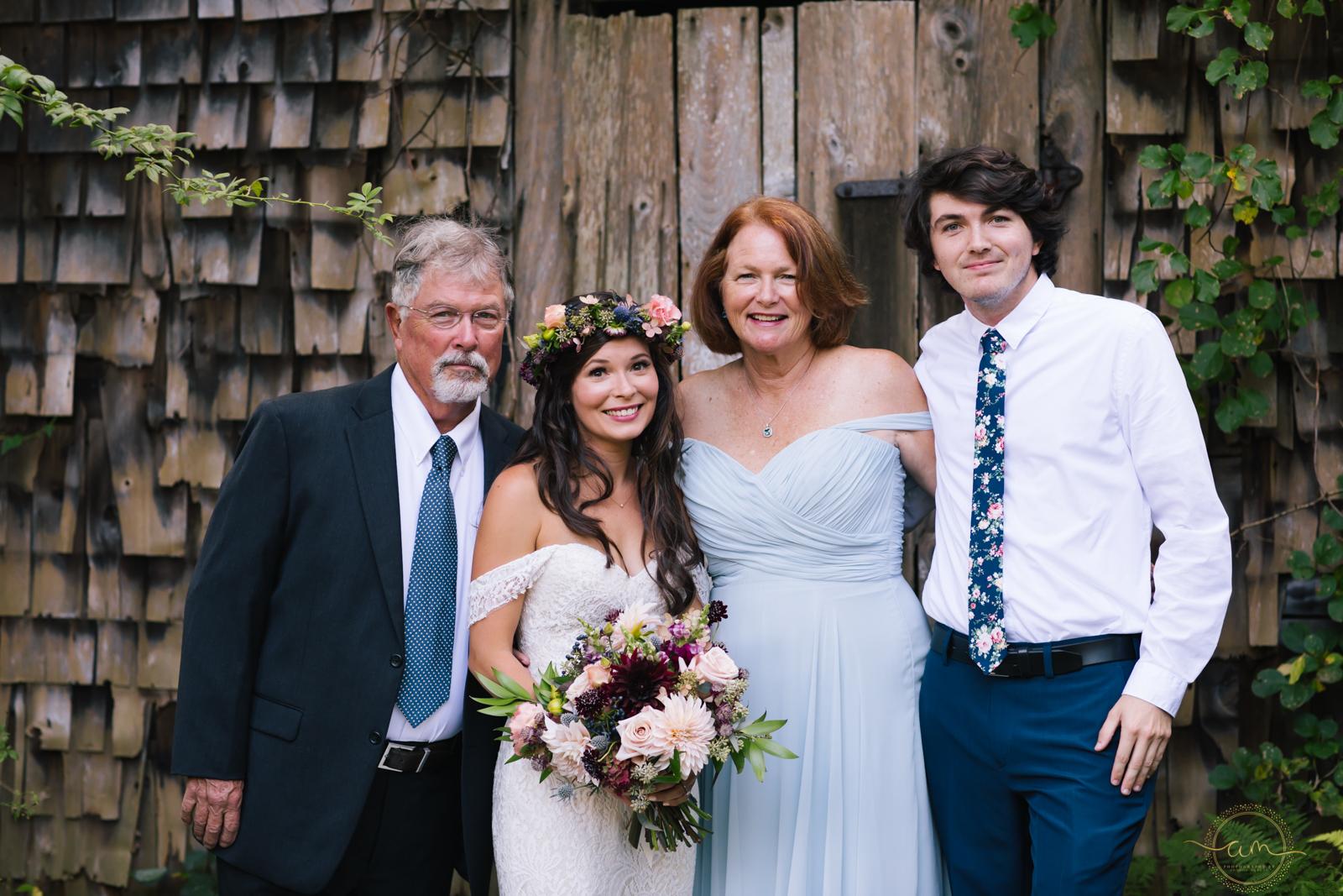 Narragansett-RI-Beach-Wedding-Amanda-Morgan-16.jpg