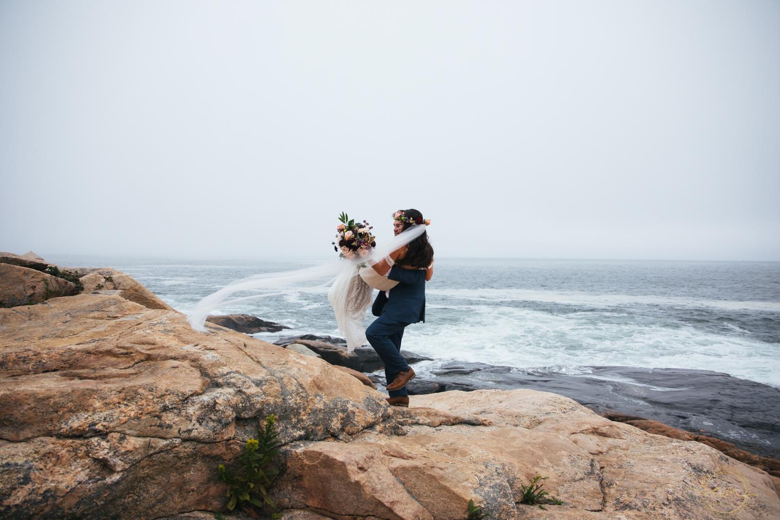 Narragansett-RI-Beach-Wedding-Amanda-Morgan-30.jpg