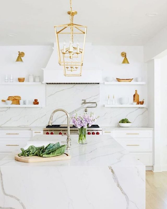 Can we just take a moment to appreciate all that is Light + Bright?! I'm certain, after looking through her fab portfolio, that @jwsinteriors is the QUEEN of the clean, crisp, bright white interior. The vibe is so dramatically different than the Dark + Moody spaces I shared yesterday. I find light interiors so refreshing and elevated. And shoot, this wouldn't be a DW post without a lil history lesson... The earliest transition from the darker interiors of the 18th century to the brighter trends of the 1800/1900s can be attributed to both the invention of electricity and the trend towards airiness and ventilation (due to the totally radical new awareness of germs). Lol, super fun right? 👾👾 photos by @alyssarosenheck and @stacyzaringoldberg #whiteinteriors  #designhistory #designworthy