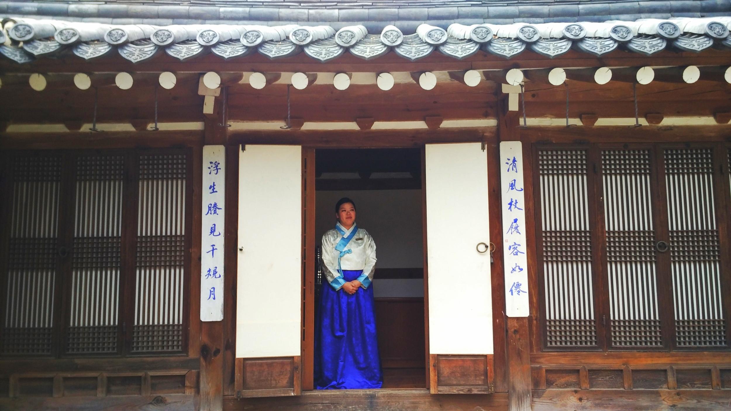 Lady in Hanbok, Korea House