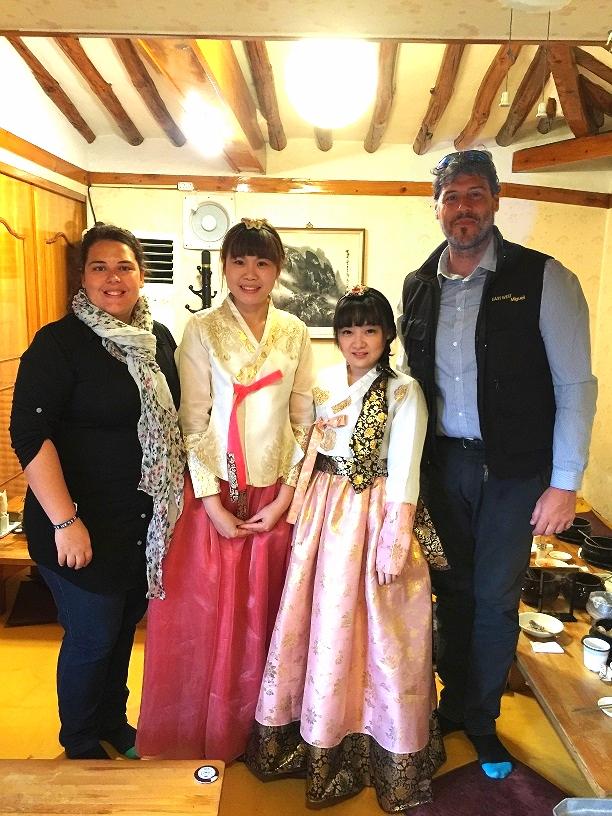 Taiwanese tourists wearing Hanbok