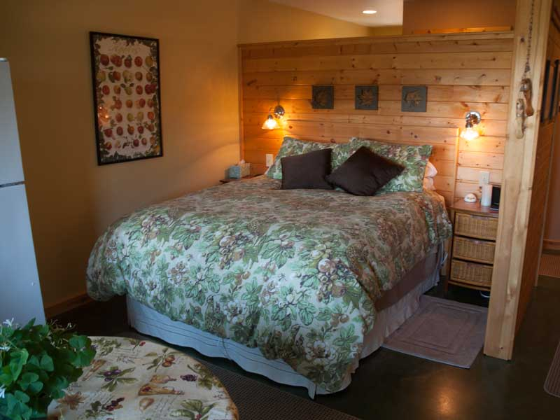 Queen bed with plush comforter.