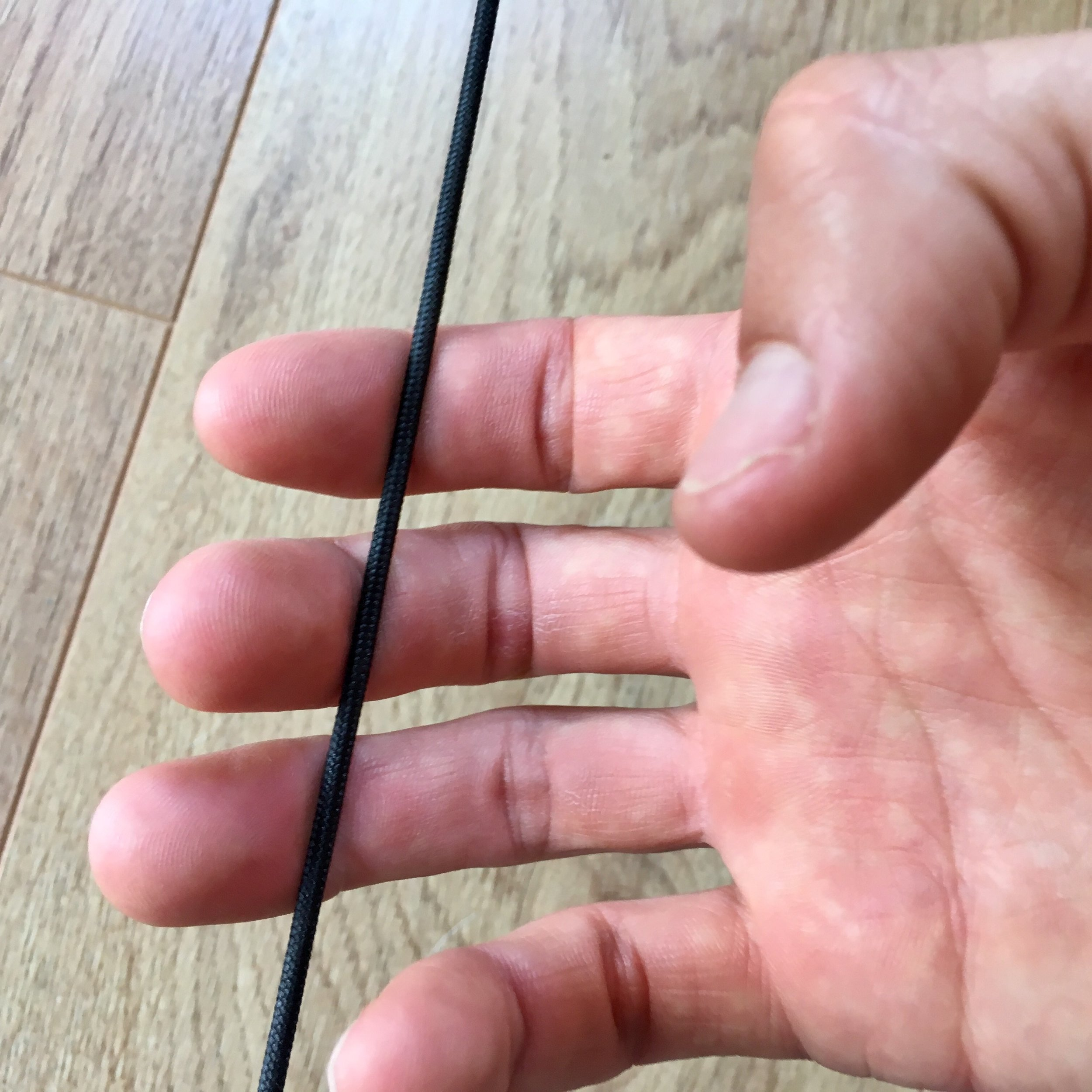 This is the ideal starting finger position on the bow string. The string is placed into the joint on all three fingers.