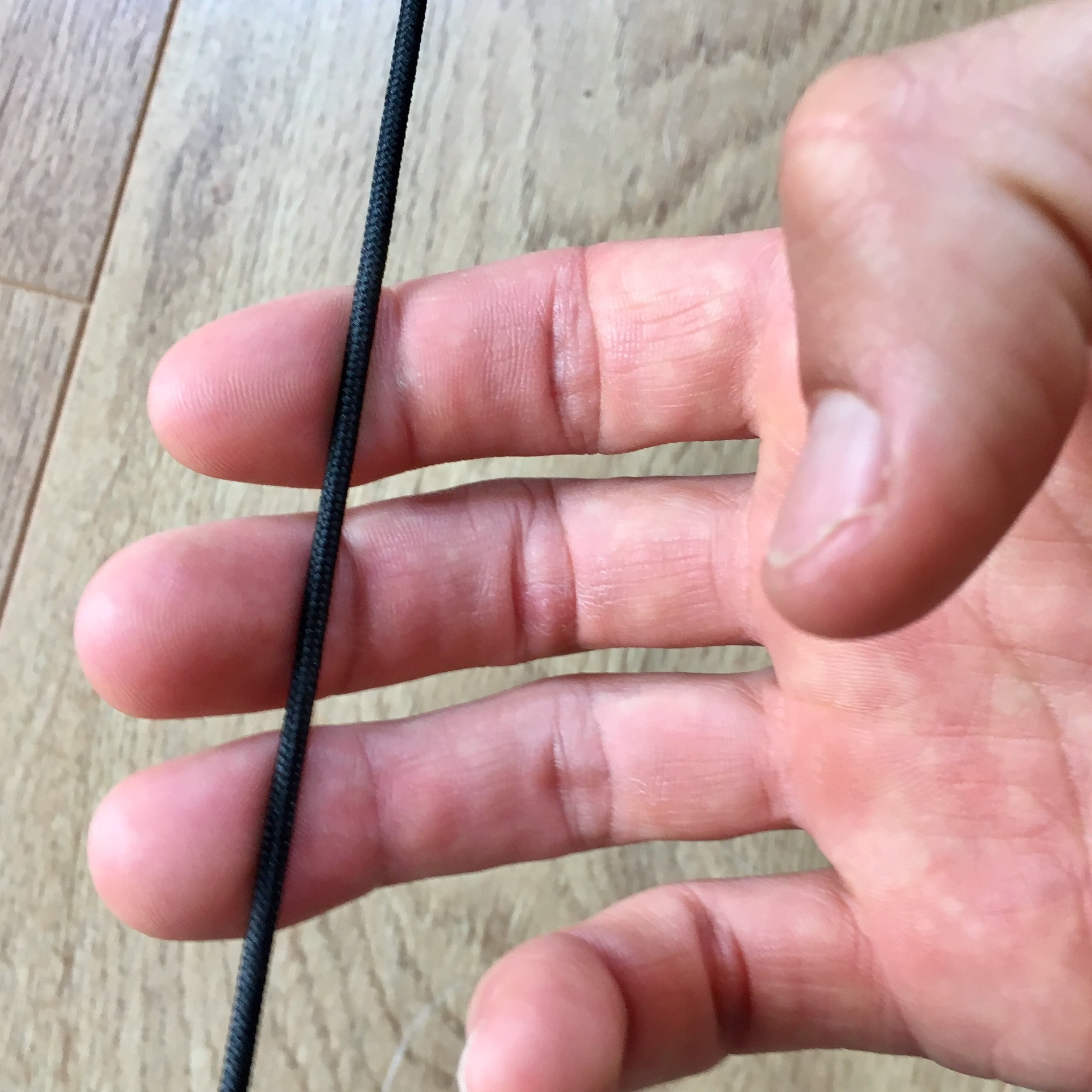 This is a shallower finger hook. The string is placed in front of the joint on all three fingers. This position may lead to 'strumming' of the string.