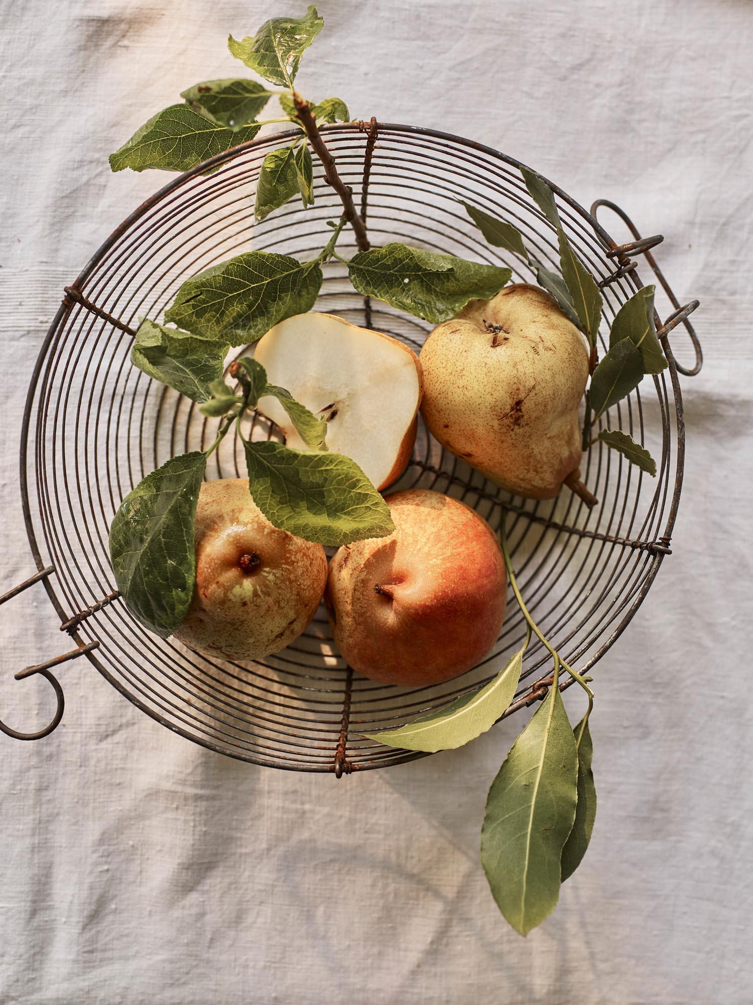 8. Pears_672.jpg