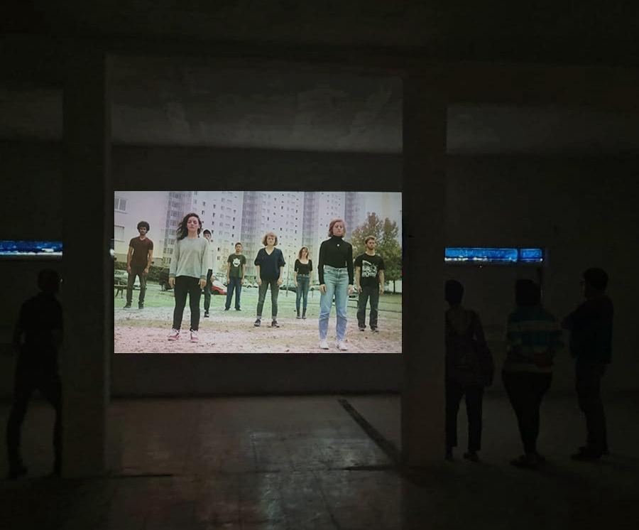Vidéo installation  La Seconde Zone  at La Neomudéjar Museum, May 22 - June 2, 2019, Madrid (Spain)  « Chacun à ses habitudes, je fais partie de ceux-là qui composent à deux reprises leurs pièces. La première fois, je me laisse entraîner par mon inspiration inconsciente, la seconde je donne la priorité à ma perception des impératifs de la construction. Et il n'est pas rare que la deuxième mouture ne reflète en rien la première. L'une des épreuves auxquelles je soumets mes pièces consiste à réaliser puis à les oublier pour une longue période. Et lorsque je reviens leur rendre visite, mon critère de jugement artistique et celui de leur ressemblance avec moi. Si je reconnais la vidéo ou la peinture, si je me rends compte qu'il m'imite ou je m'imite, je l'abandonne. Mais si j'ai le sentiment que la pièce est le travail d'un autre, qui dépasse l'être que j'étais, je décrète alors qu'il s'agit d'une nouvelle pièce ».  « Ne faire que ce que je considère comme essentiel ; faire en sorte du début à la fin que je puisse me sentir heureux et satisfait dans mon travail ; de façon qu'à la suite de tous les efforts et les doutes inévitables je puisse dire : « oui, c'est bien ce que je veux exprimer – c'est exactement ainsi que je veux l'exprimer – il n'y a pas d'autre façon de l'exprimer. Si je l'avais dit autrement, je n'aurais plus été moi-même ».  Extrait de l'entretien avec  Siham Jadraoui ,  Journal Aujourd'hui Le Maroc , 07/08/2016.  http://aujourdhui.ma/culture/ce-qui-minspire-cest-letre-humain-dans-toute-sa-complexite