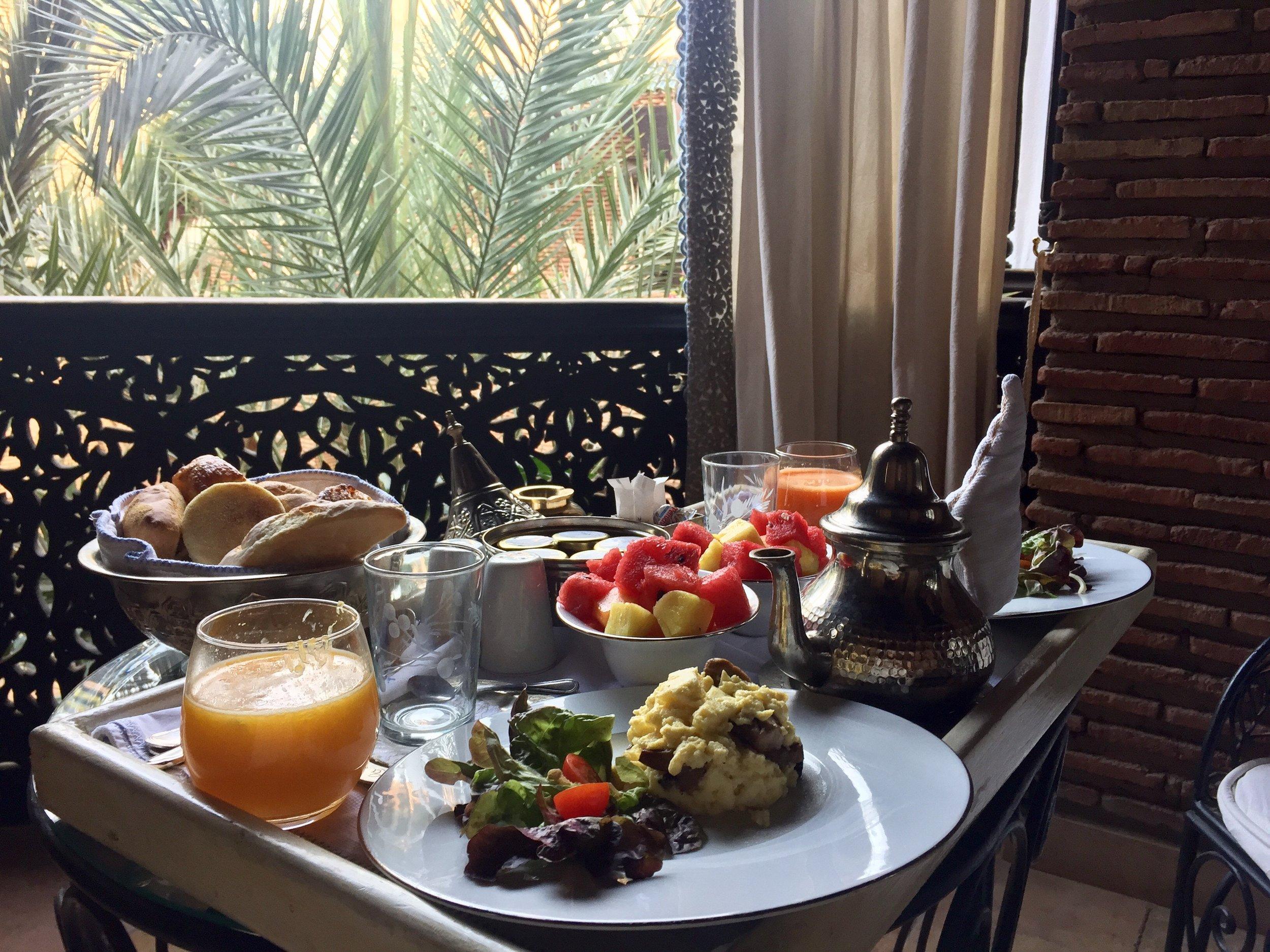 Petit déjeuner servi en chambre
