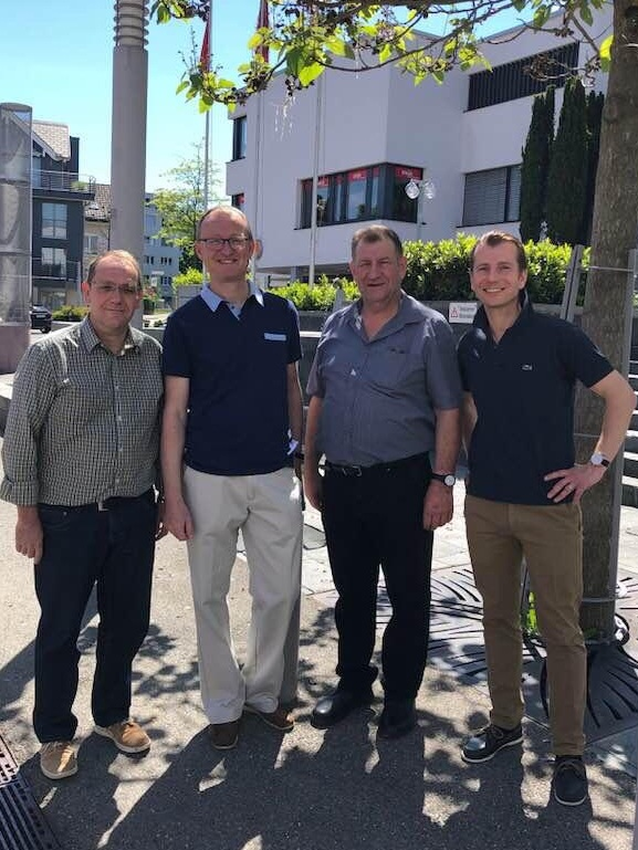 Die vier Freienbacher SVP-Kantonsräte (vlnr):  Walter Duss , Nationalratskandidat  Herbert Huwiler ,  Bruno Nötzli  und  Alexander Lacher  anlässlich der Standaktion in Pfäffikon vom 1. Juni 2019.