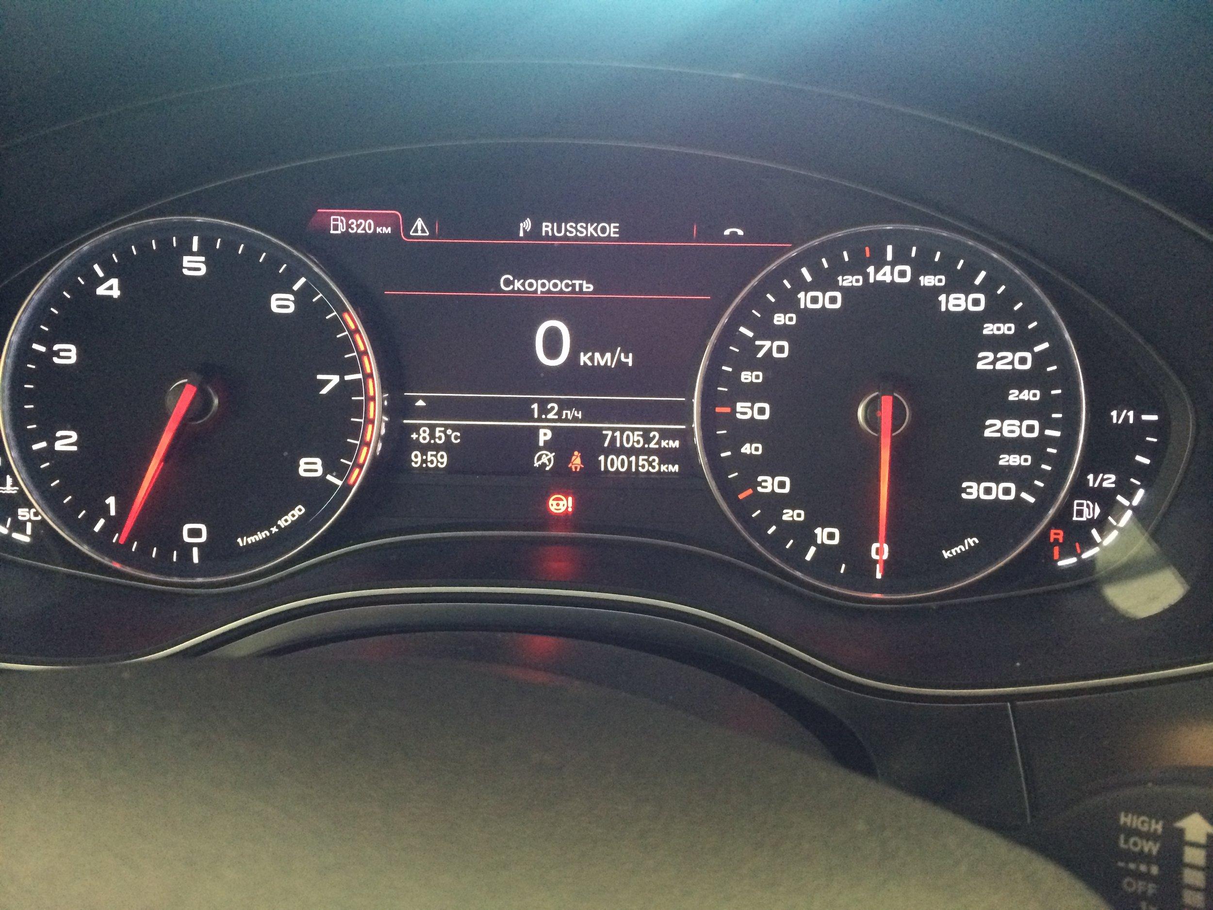 """""""Красный руль"""" на панели приборов Audi A6 C7"""