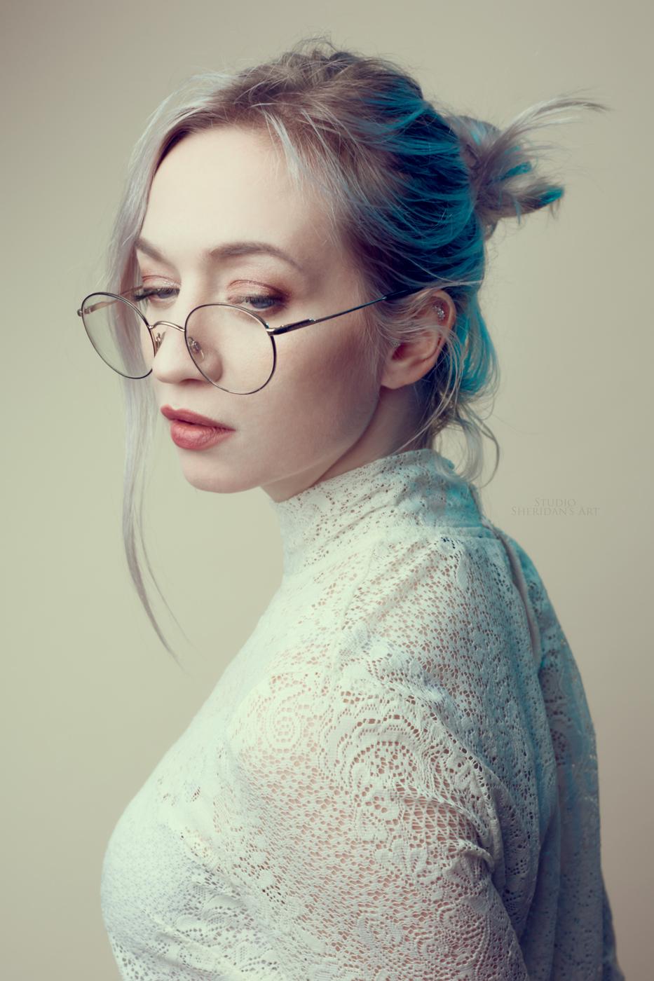 JasGlasses1.jpg