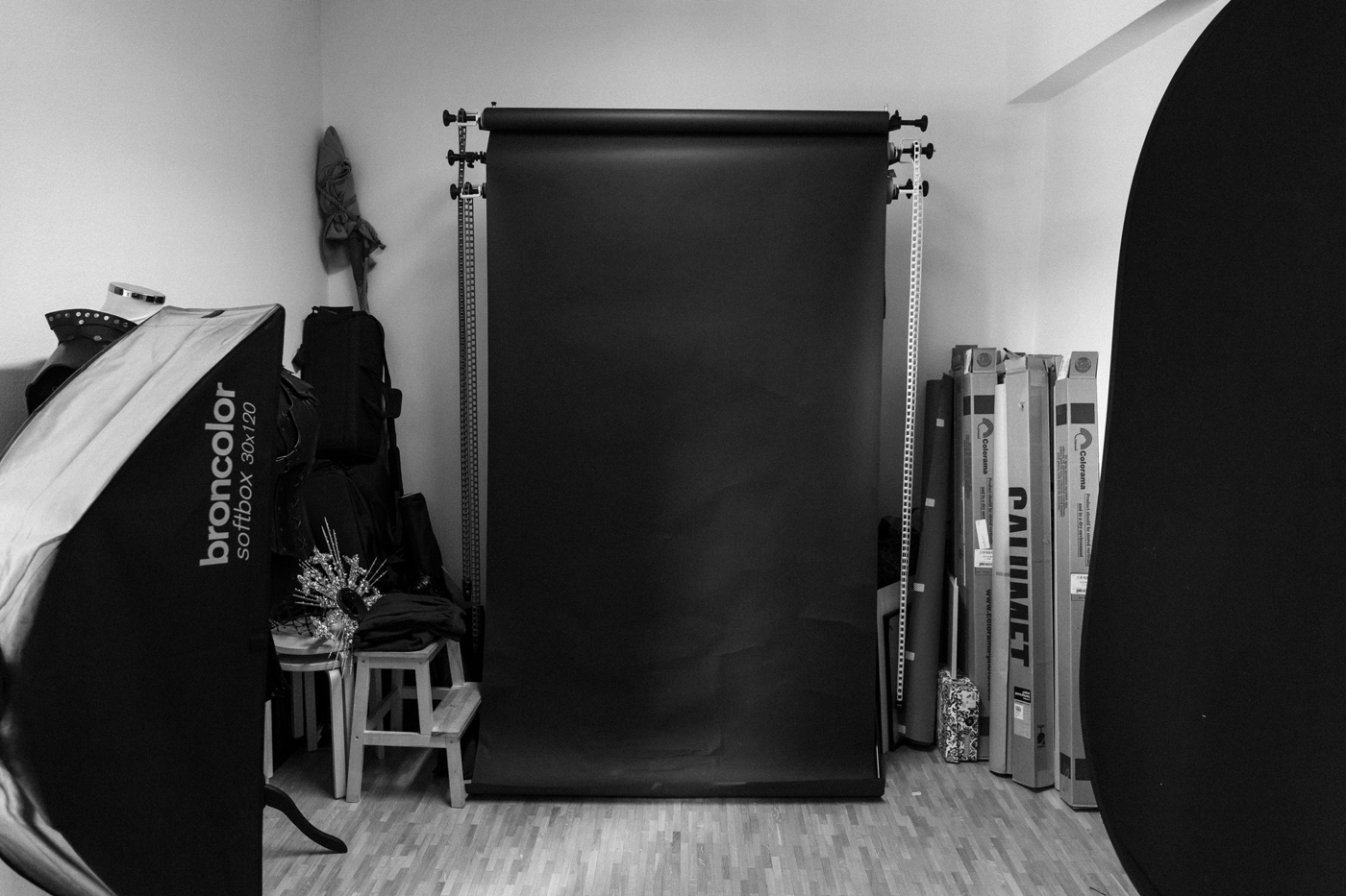 My studio: 1m35 of colorama paper fun I have worked on since the earliest days of purchasing this in 2015. I went through about 3 black backdrop rolls by now - but most of my rolls have been going strong since the start. it's pretty crooked - but I don't cut it off unless it's like literally falling apart from (ab)use as I don't always shoot full body and backdrop paper is expensive … Currently it has two new holes into it due to yesterday's evening shoot (woops).  The studio holds the following equipment: a broncolor siros 800, a move 1200 with 2 lamps, a beautydish, an octabox, two stripboxes (30x120cm on permanent lamps - my other is folded up and away), there is also a para, a picolight with various attachments and some various stuff that is either brandless or fun tools.