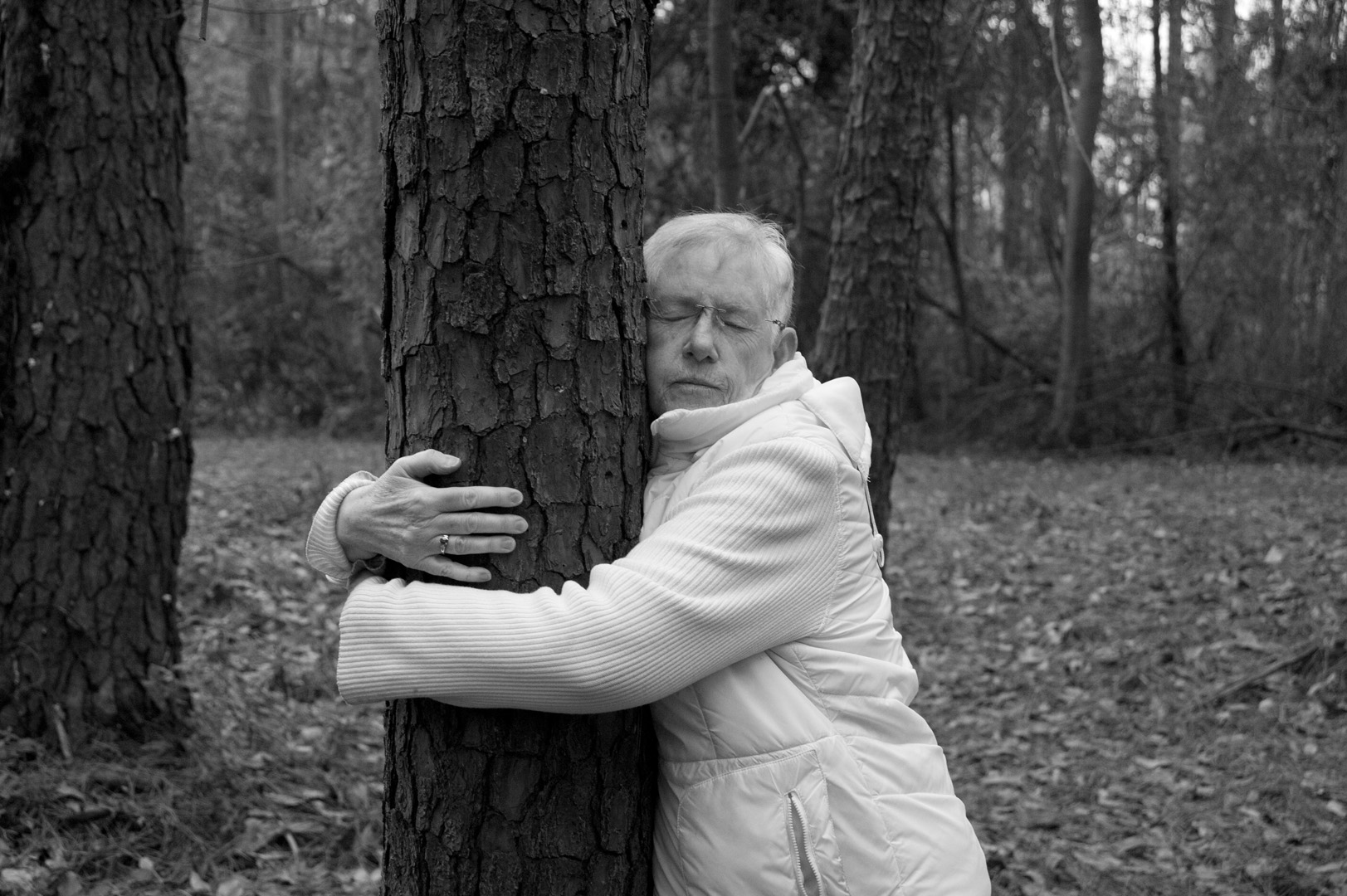 mom hugging tree 024.jpg