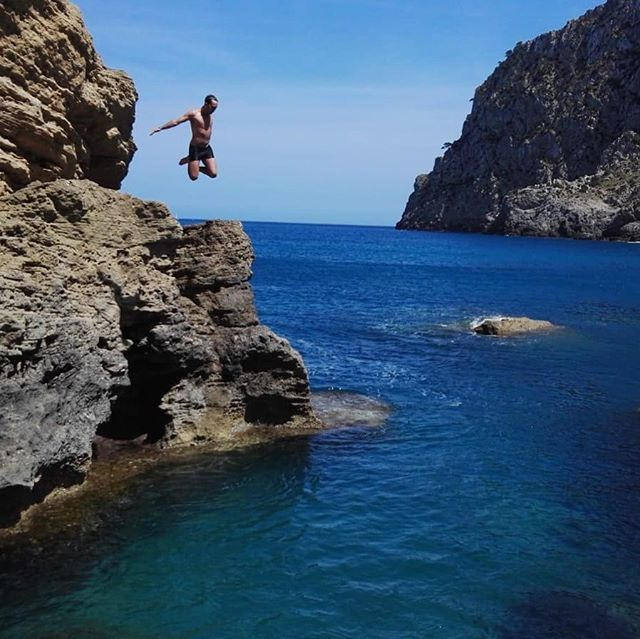 Jumping into the weekend ☀️ happy Friday! #windsweptbythesea #windswept #friday #weekend #sagharborny #sagharborvillage #hamptons #hamptonssalon #sagharborlife