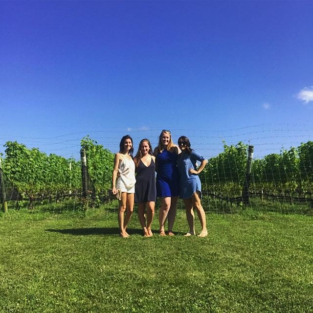 Fun with friends on the North Fork 🍷👯‍♀️👯‍♀️