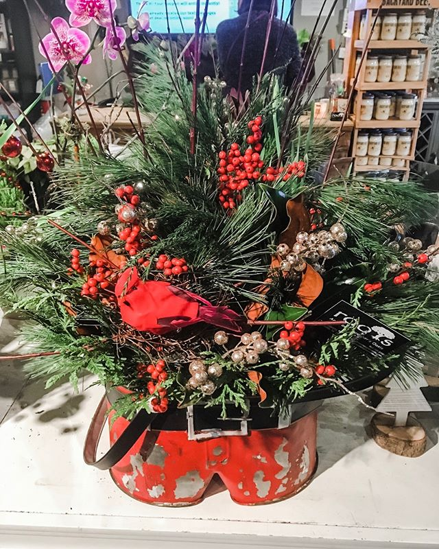 We have Fresh Cut and Potted Arrangements ready to go! Don't forget those teacher Gifts! We have that covered too!. . . . . #greenvillesc #yeahthatgreenville #onlyonaugusta
