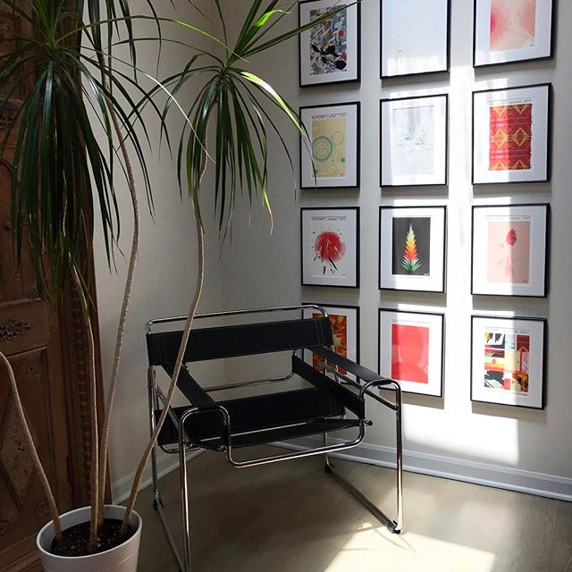 Gallery wall ... great way to solve a large open wall space . . . . #art #realestate #chicago #losangeles #nyc  #onlineshopping #bloggerlife #lifestylephotography #summer #midwestblogger #detroit #love #design #interiors #architecture #photography #digital #print #decor #firends #bff #gifts #unique #fun #views #likes #blogger #weekend #❤️