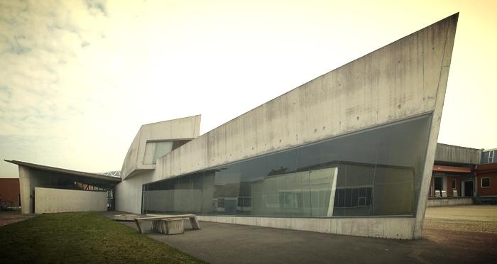 Edificio de bomberos para la fábrica de muebles Vitra. Zaha Hadid,