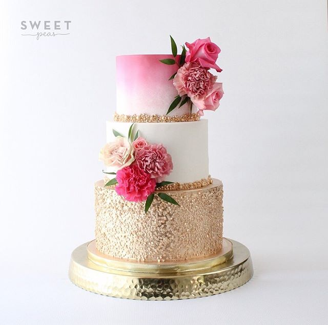 Gold and pink wedding cake for the lovely couple! Congrats Mery & PJ 💕💕