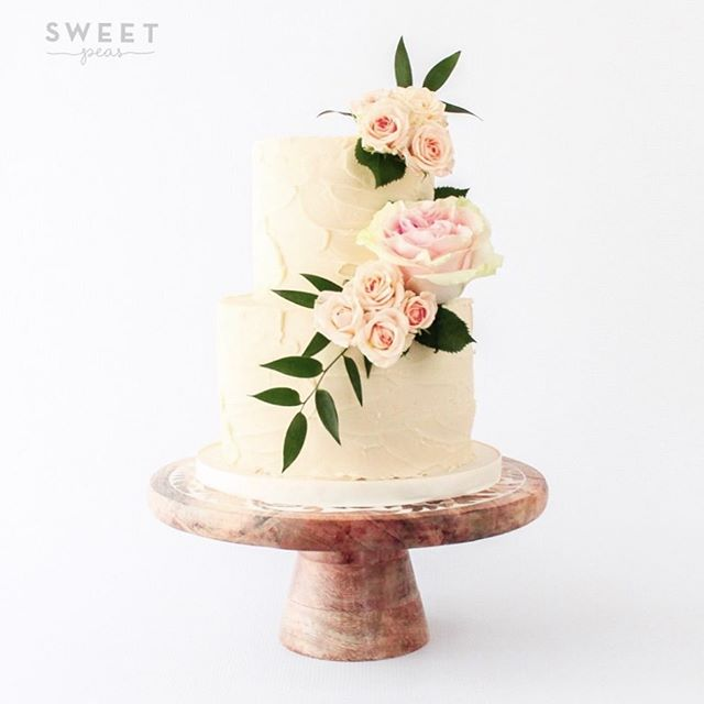 Happy Thanksgiving Sweet Peeps! Sharing a rustic buttercream wedding cake from this weekend💕💕
