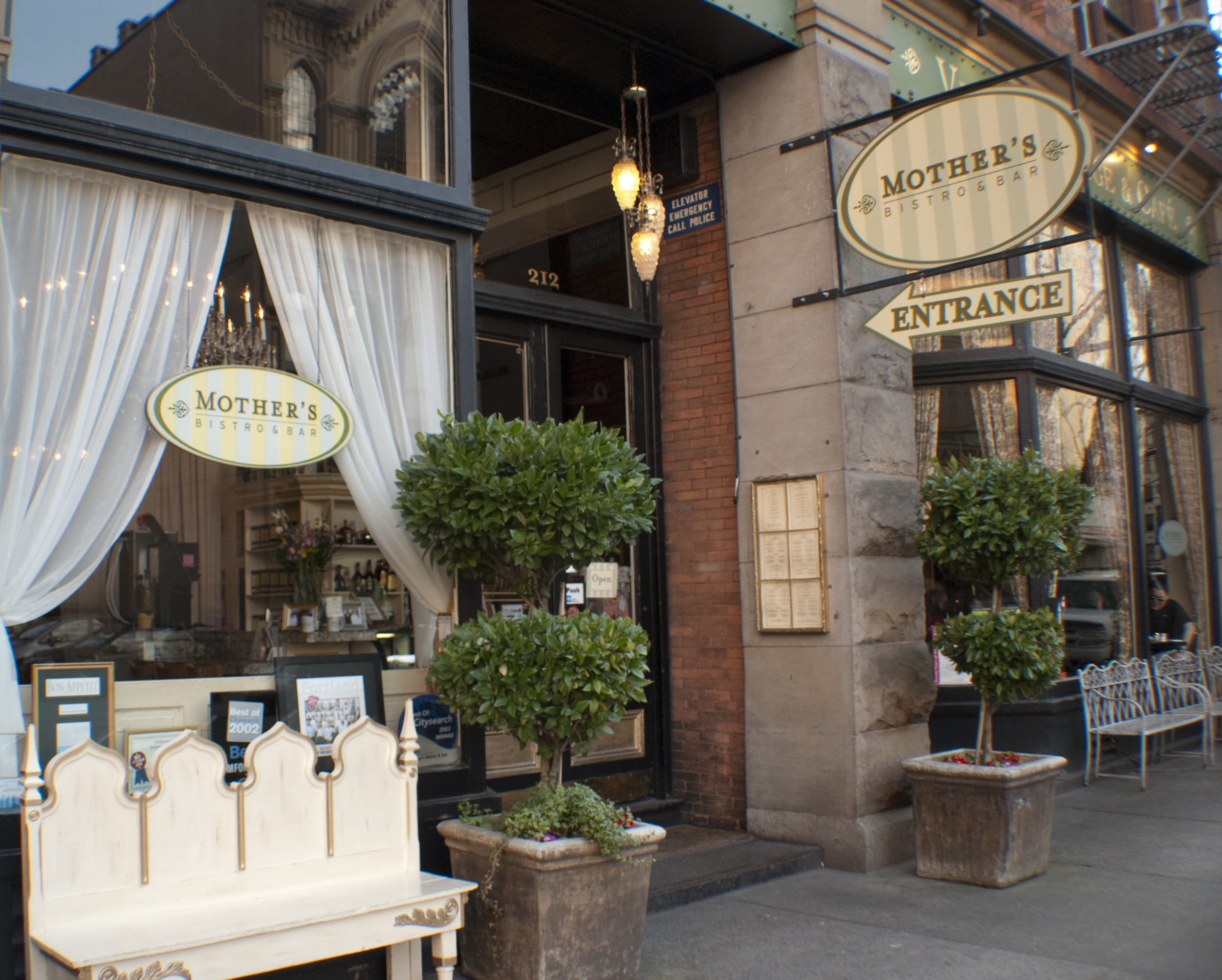 9/Mother's Bistro & Bar