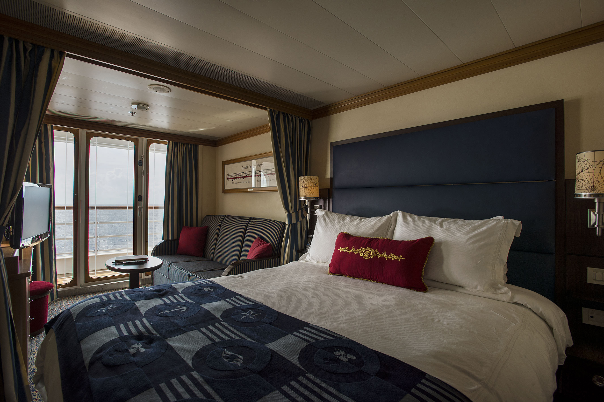 3/Larger staterooms with a split bathroom